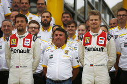 Jolyon Palmer, Renault Sport F1 Team, Nico Hulkenberg, Renault Sport F1 Team, with René Arnoux, wearing classic overalls