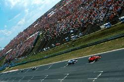 Michael Schumacher, Ferrari F310B ve Damon Hill, Arrows