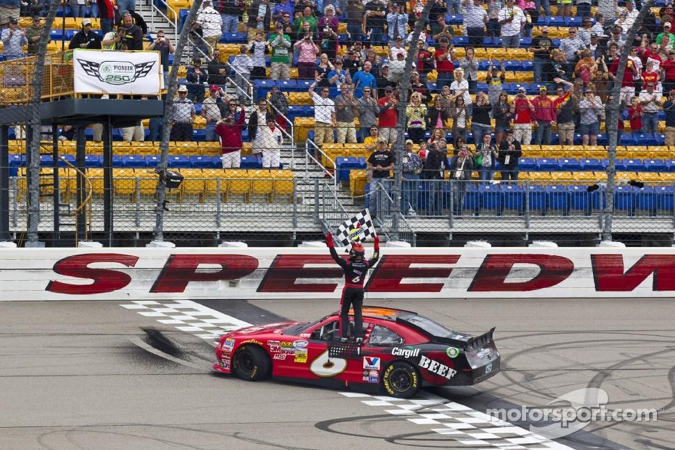 Race winner Ricky Stenhouse Jr., Roush Fenway Ford