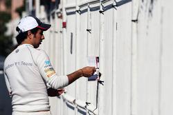 Sergio Perez, Sauber signs autographs for the fans
