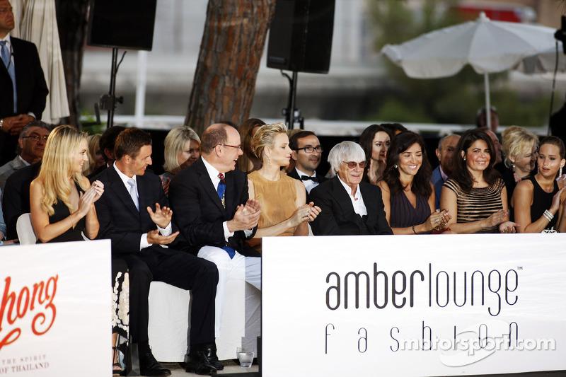 HSH Prins Albert van Monaco, met Prinses Charlene of Monaco en Bernie Ecclestone, CEO Formula One Gr
