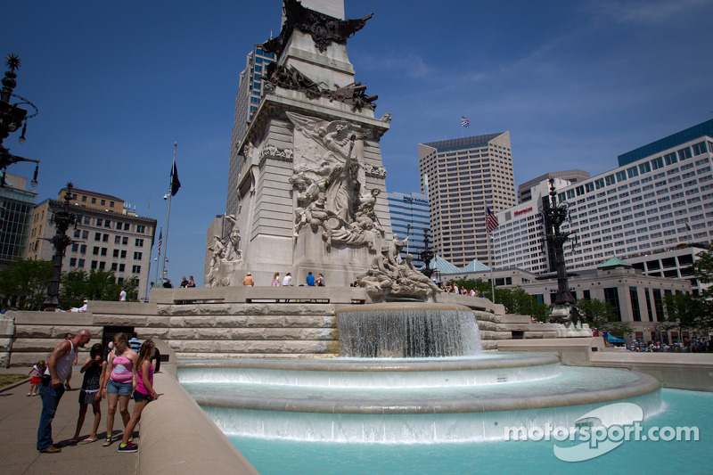 'Indiana Soldiers and Sailors Monument' in centrum Indianapolis