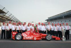 Winners photoshoot: Dario Franchitti, Target Chip Ganassi Racing Honda with Chip Ganassi and the Firestone team
