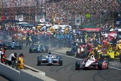 Ryan Briscoe, Team Penske Chevrolet and Marco Andretti, Andretti Autosport Chevrolet head back to track
