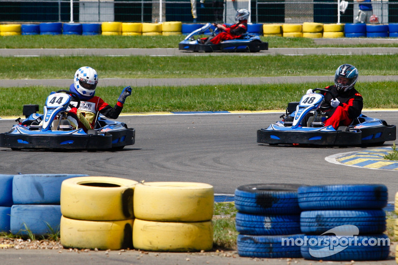 Medien- und Rennfahrer-Kartrennen am Circuit Alain Prost: Motorsport.com Betriebsleiter Eric Gilbert mischt das Feld auf