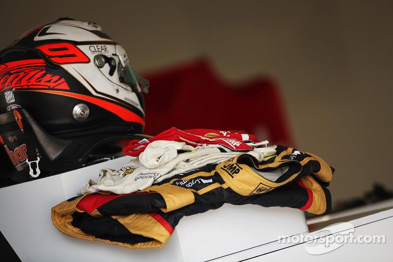 Helm en overall van Kimi Raikkonen, Lotus F1 Team