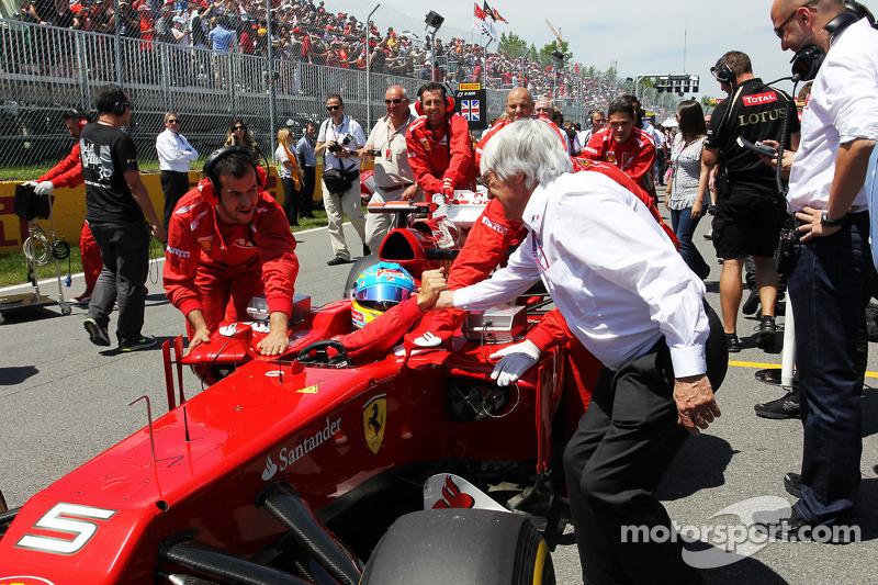 Fernando Alonso, Scuderia Ferrari and Bernie Ecclestone, CEO Formula One Group, on the grid