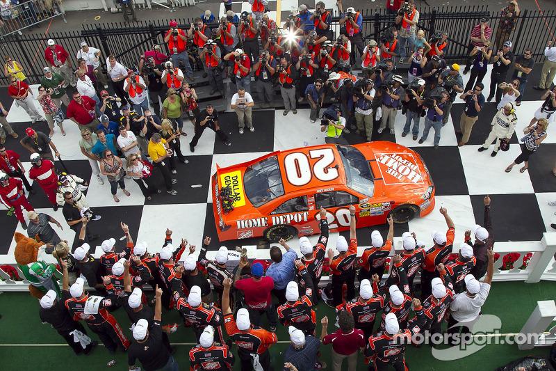 Victory lane: winner Joey Logano, Joe Gibbs Racing Toyota
