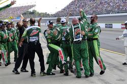 Dale Earnhardt Jr., Hendrick Motorsports Chevrolet's crew celebrates the win