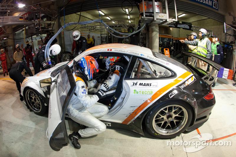 Pit stop for #55 JWA-Avila Porsche 911 RSR: Paul Daniels, Markus Palttala, Joel Camathias