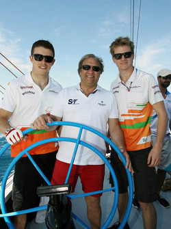 Paul di Resta, Sahara Force India F1 with Bob Fernley, Sahara Force India F1 Team Deputy Team Principal and Nico Hulkenberg, Sahara Force India F1 on the Aethra America's Cup Boat