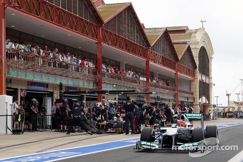 Шумахер не стал, в отличие от большинства соперников, проводить финальный пит-стоп в режиме SC, благодаря чему поднялся на пятое место. Но чуть позже, сменив шины, он вновь оказался 11-м