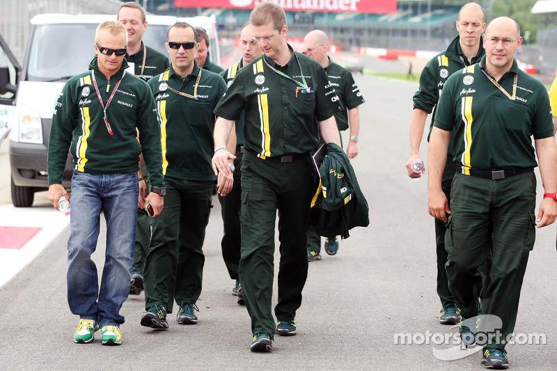 Heikki Kovalainen, Caterham wandelt op het circuit