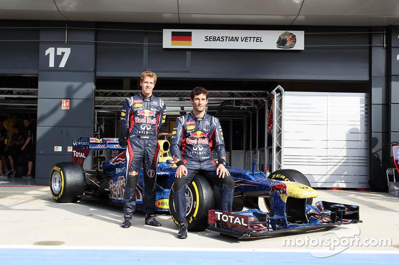 Sebastian Vettel, Red Bull Racing en Mark Webber, Red Bull Racing met de Red Bull Racing RB8 met kleurstelling voor met duizenden foto's van fans