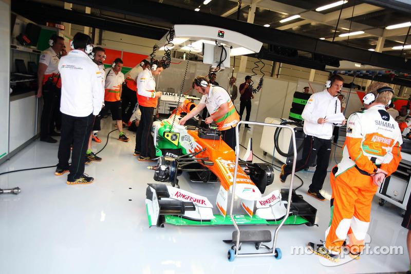 Sahara Force India F1 van Nico Hulkenberg, Sahara Force India F1 in de pits