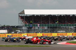 Fernando Alonso, Ferrari leads at the start of the race