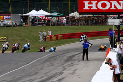 Supersport Race 1 Finish