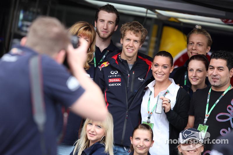 Sebastian Vettel, Red Bull Racing met fans