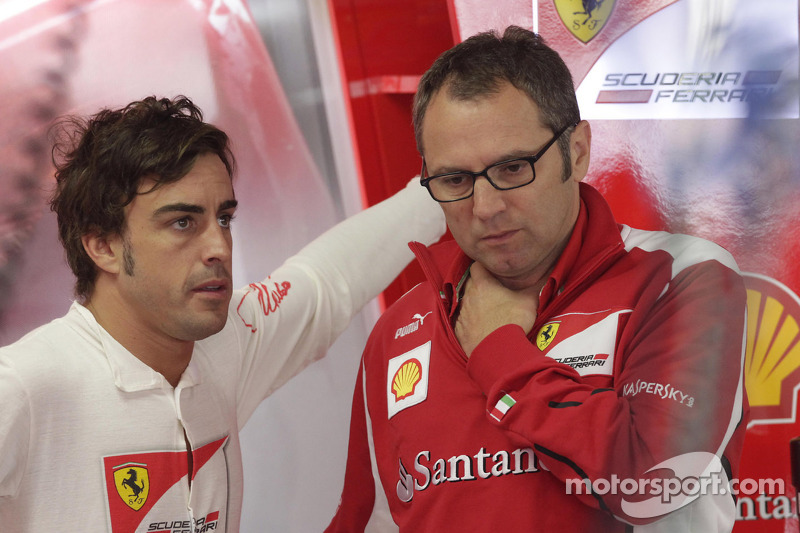 Фернандо Алонсо і спортивний директор Ferrari Стефано Доменікалі