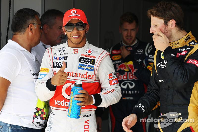 Lewis Hamilton, McLaren, viert polepositie in parc ferme met Romain Grosjean, Lotus F1 Team en Sebas