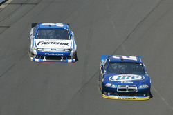 Brad Keselowski, Penske Racing Dodge, Carl Edwards, Roush Fenway Racing Ford