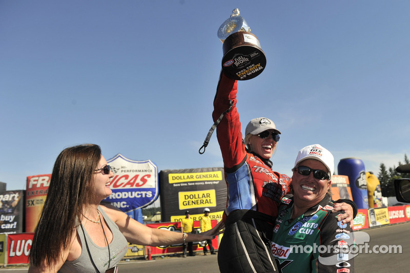 Laurie Force met Courtney Force en John Force