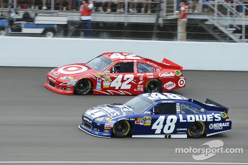 Juan Pablo Montoya, Earnhardt Ganassi Racing Chevrolet en Jimmie Johnson, Hendrick Motorsports Chevrolet