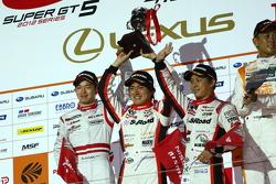 GT300 podium: second place Yuhi Sekiguchi, Katsumasa Chiyo and Daiki Sasaki