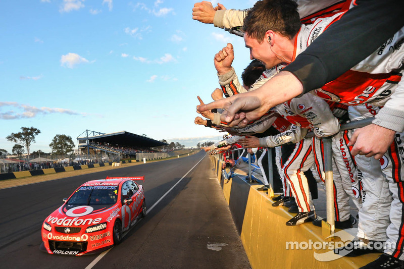 Jamie Whincup, Team Vodafone pakt overwinning