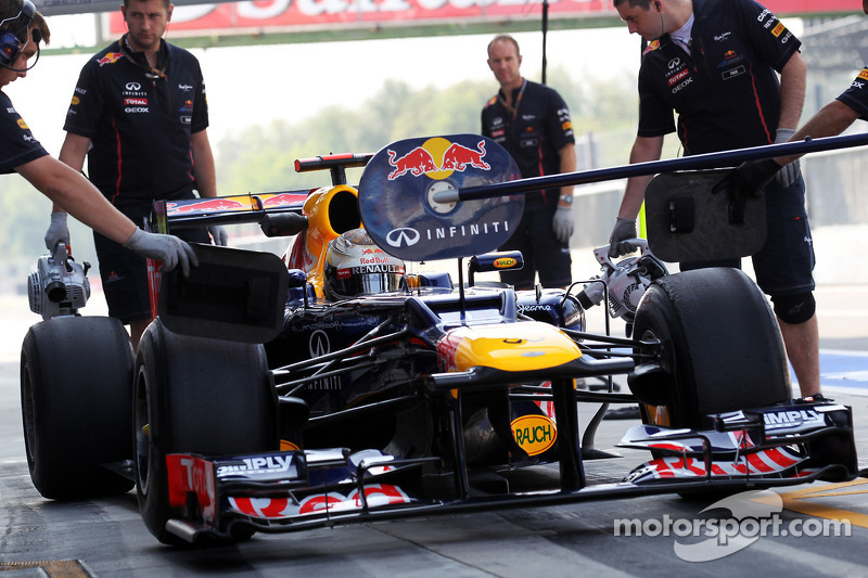 Sebastian Vettel, Red Bull Racing in de pits