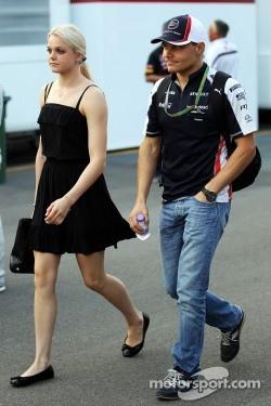 Valtteri Bottas, Williams with his girlfriend Emilia Pikkarainen, Swimmer
