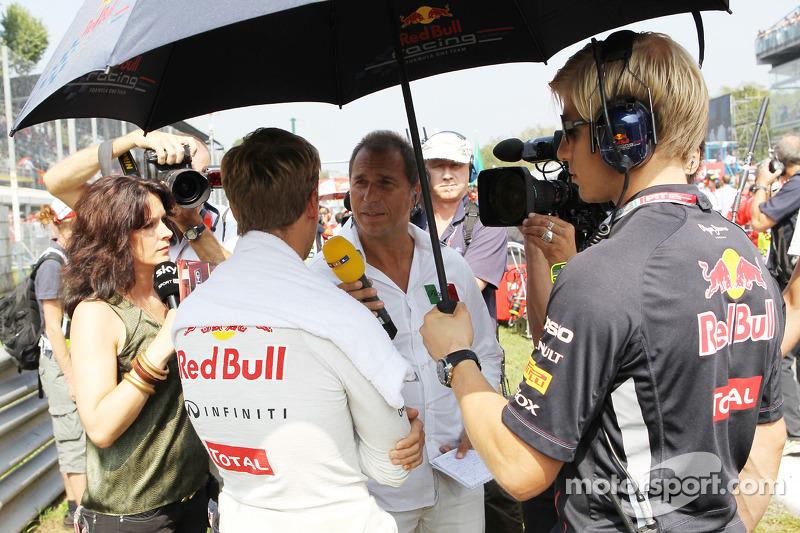 Sebastian Vettel, Red Bull Racing op de grid met Kai Ebel, RTL TV Presentator