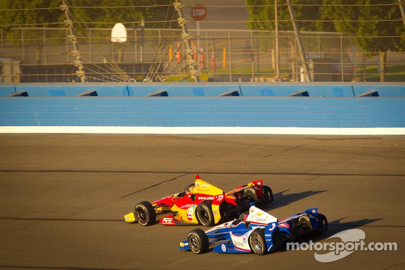Sebastian Saavedra, AFS Racing/Andretti Autosport Chevrolet en Helio Castroneves, Team Penske Chevrolet
