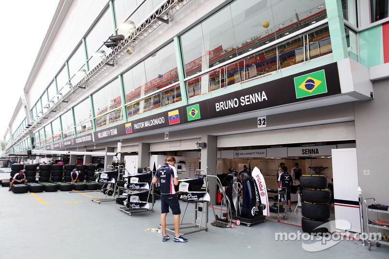 Williams pit garages