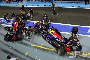 Sebastian Vettel, Red Bull Racing and Mark Webber, Red Bull Racing pushed back in the pits