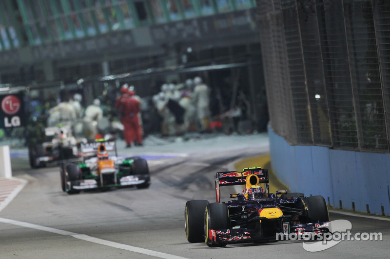 Mark Webber, Red Bull Racing leads Nico Hulkenberg, Sahara Force India F1 out of the pits