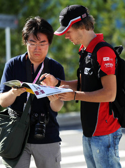 Charles Pic, Marussia F1 Team signs autographs for the fans