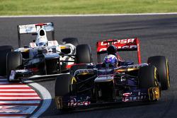 Daniel Ricciardo, Scuderia Toro Rosso leads Kamui Kobayashi, Sauber