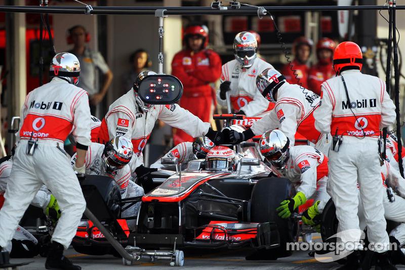 Jenson Button, McLaren maakt pitstop