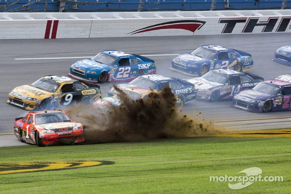 Jamie McMurray, Earnhardt Ganassi Racing Chevrolet spins