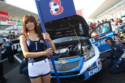 The Grid girl of Alain Menu, Chevrolet Cruze 1.6T, Chevrolet