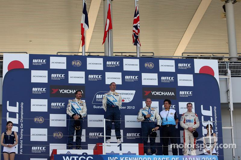 2nd position Yvan Muller, Chevrolet Cruze 1.6T, Chevrolet, Alain Menu, Chevrolet Cruze 1.6T, Chevrolet race winner, 3rd position Robert Huff, Chevrolet Cruze 1.6T, Chevrolet and Alex MacDowall, Chevrolet Cruze 1.6T, bamboo-engineering, 1st position Yokoha