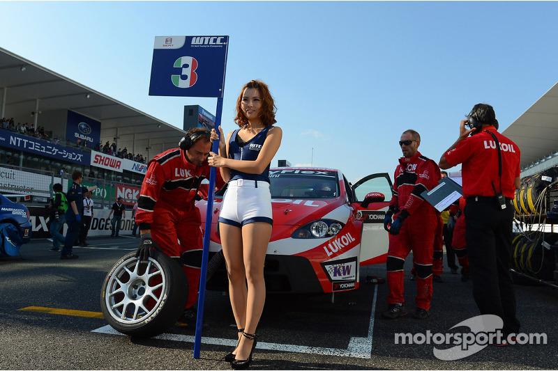 The Grid girl of Gabriele Tarquini, SEAT Leon WTCC, Lukoil Racing Team