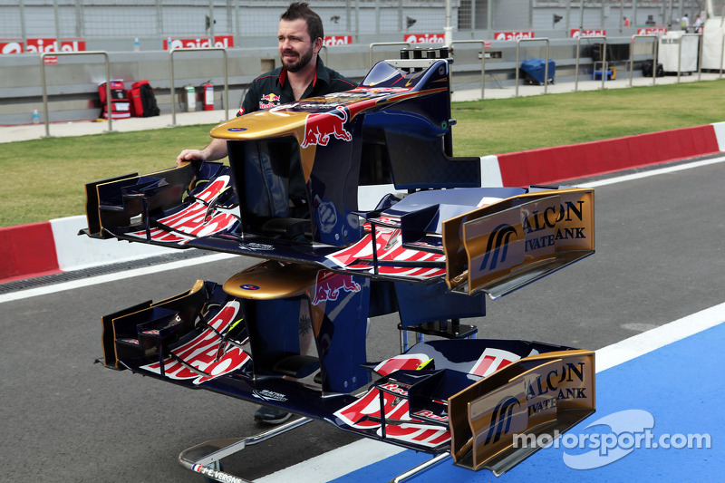 Scuderia Toro Rosso STR7 voorvleugels