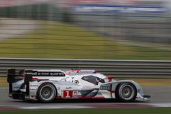 #1 Audi Sport Team Joest R18 e-tron quattro: Marcel Fässler, Benoit Tréluyer, Andre Lotterer