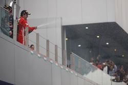 Fernando Alonso, Ferrari viert tweede plaats op het podium