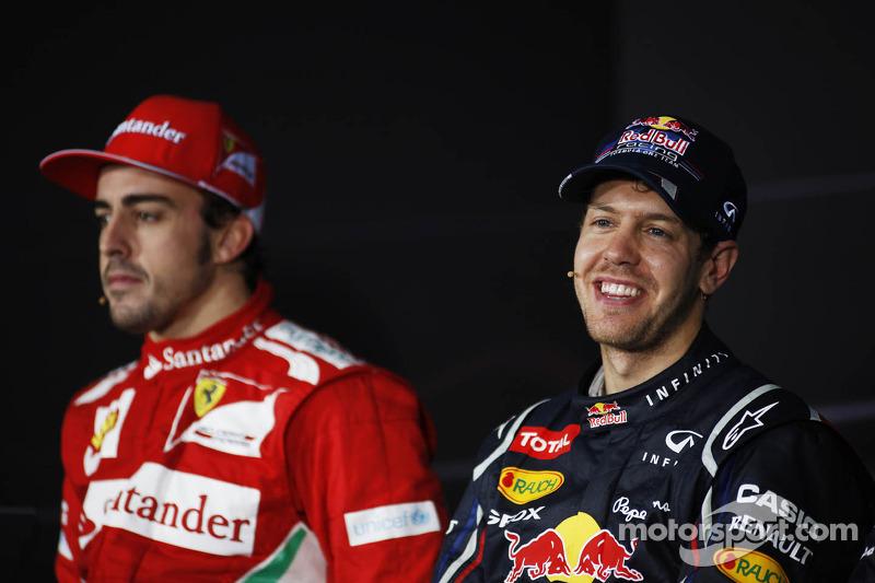 Fernando Alonso, Ferrari en winnaar Sebastian Vettel, Red Bull Racing in de FIA persconferentie