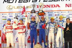 GT500 podium: winners Yuji Tachikawa, Kohei Hirate, second place and 2012 champions Masataka Yanagida, Ronnie Quintarelli, third place Ryo Michigami, Yuki Nakayama