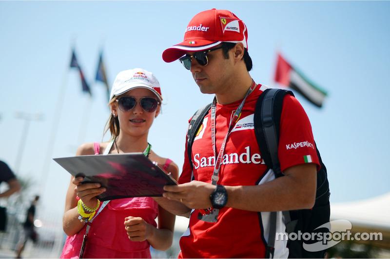 Felipe Massa, Ferrari signeert handtekeningen voor fans