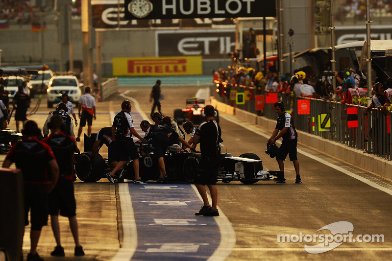 Pastor Maldonado, Williams in the pits